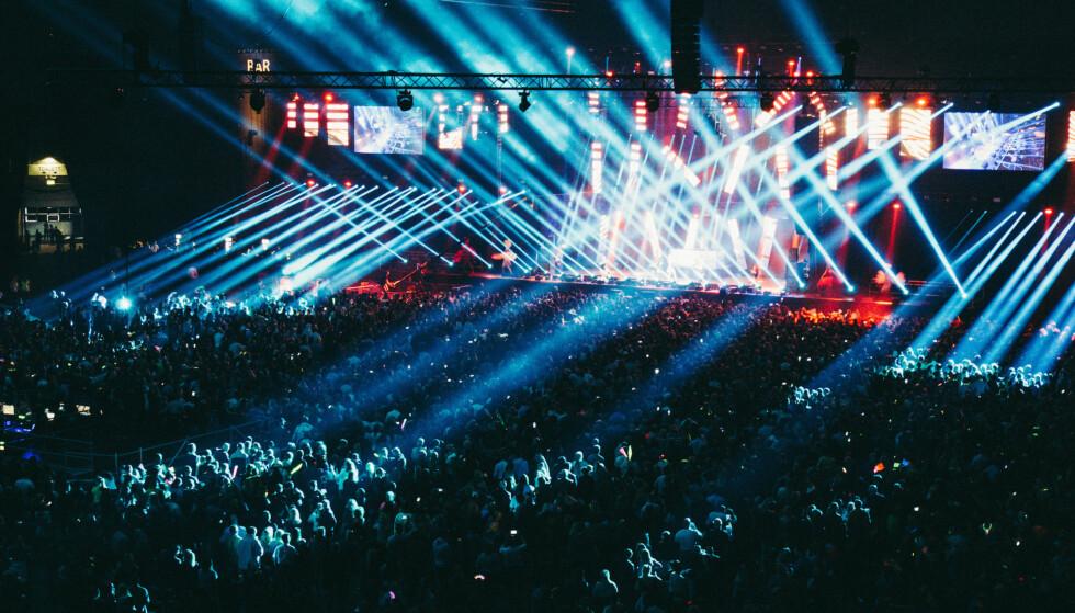 STORT SHOW: «We Love the 90's» har trukket tusenvis av publikummere. Her fra Telenor Arena i fjor. Nå satser arrangørene på at 2000-tallsnostalgi blir like populært. Foto: Facefirst