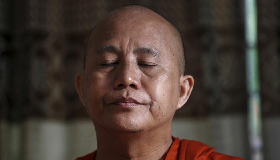 NASJONALISTISK MUNK: - Ondskapen i «The Venerable W» blir dobbelt så mørk og uutgrunnelig nettopp fordi den kobles med et barnlig smil og en avslappet, behagelig stemme som vi er vant til å assosiere med østlig visdom og som får Wirathu til å virke langt yngre enn sine 46 år. REUTERS/Soe Zeya Tun