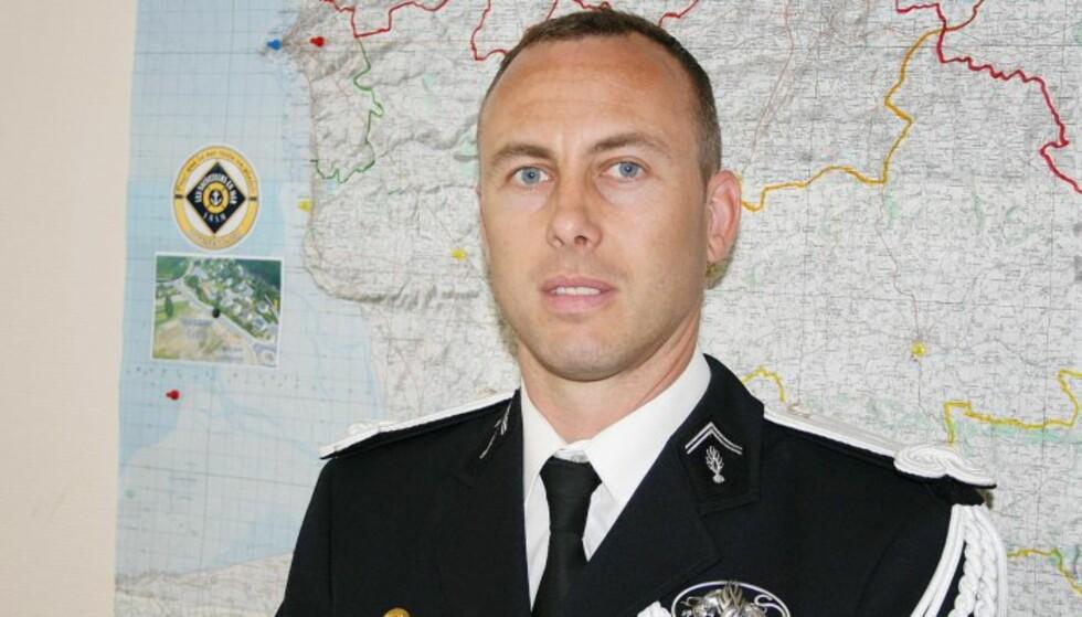 HEDRES: - Han reddet liv, sier Frankrikes president om oberstløytnanten Arnaud Beltrame. Han døde i natt, etter å ha byttet seg selv med et gissel. Foto: Politiet