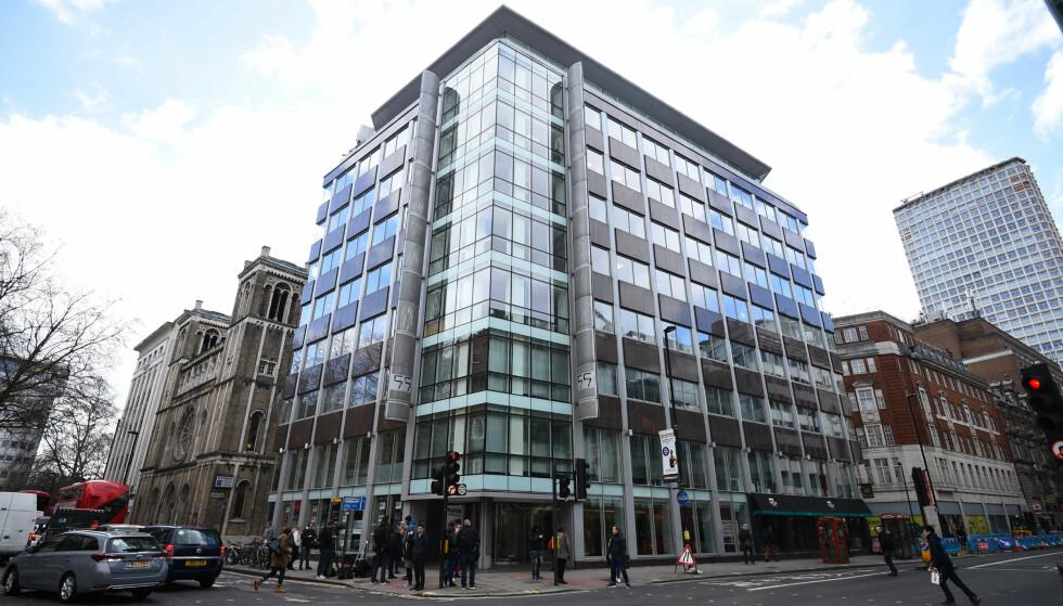 RANSAKES: Hovedkontoret til dataanalyseselskapet Cambridge Analytica i London. Foto: AP / NTB scanpix