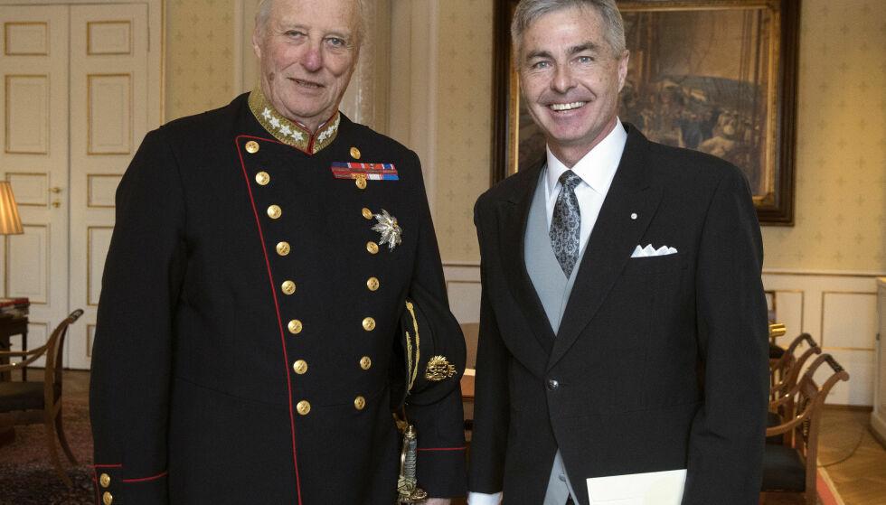 AUDIENS: USAs ambassadør Kenneth Braithwaite på slottet sammen med kong Harald. Foto: Ole Berg-Rusten / NTB Scanpix