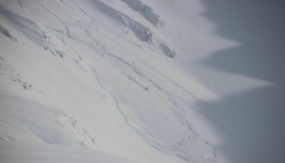 SJANSESPILL: Politiet i Troms kaller for denne typen snøskuterkjøring for «sjansespill». Foto: Politiet
