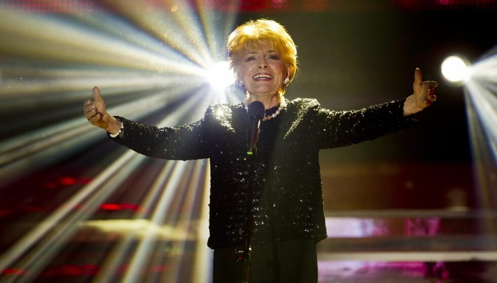 LEGENDE: Lys Assia var den første som noen gang vant Eurovision. Nå har hun gått bort, 94 år gammel. Her fotografert i 2011. Foto: AP, NTB scanpix