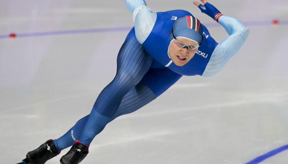 GULL: Håvard Lorentzen var sterkest også på andre dag av sprint-NM på skøyter i Bjugn søndag. Han tok et overlegent gull – karrierens femte.  Foto: Lise Åserud / NTB scanpix