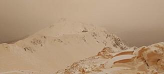 «Blodsnø» falt over Russland: - Som å stå på ski på Mars