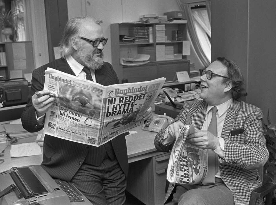 VÅR VERDEN: Jahn Otto Johansen (t.v. med sigar) og Arve Solstad i 1983 da vår verden ble tabloid. Foto: NTB Scanpix
