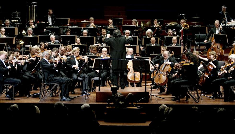 HVA SLAGS REVOLUSJON: Er det enda mer «filmmusikk, jazz og familiekonserter» som Selvik sikter til når han fremhever behovet for «revolusjon» i norske symfoniorkestre, spør Filharmoni-direktøren. Her er Oslo-Filharmonien i Oslo konserthus under en konsert i 2009. Foto: Torbjørn Grønning