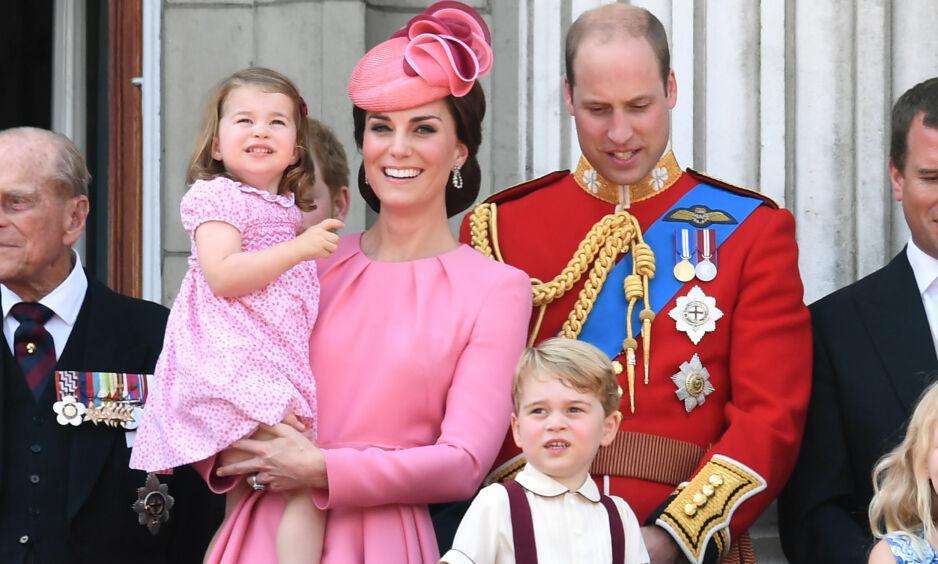 FAMILIEFORØKELSE: Fire har blitt til fem når Kate og William nå har ønsket sitt tredje barn velkommen til verden. Fra før har paret barna George og Charlotte. Foto: NTB scanpix