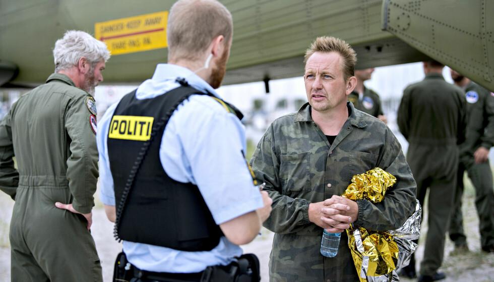 BLE REDDET: Ubåteier Peter Madsen kommer i land i Dragør Havn den 11.august 2017 etter at ubåten hans sank i Køge Bugt. Han hevder at en ulykke ombord forårsaket journalisten Kim Walls død. Foto: Scanpix