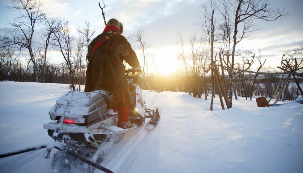 SNØSCOOTER: Neste påske kan det bli billigere å kjøre snøscooter, hvis Frp får det som de vil. Foto: Heiko Junge / NTB scanpix