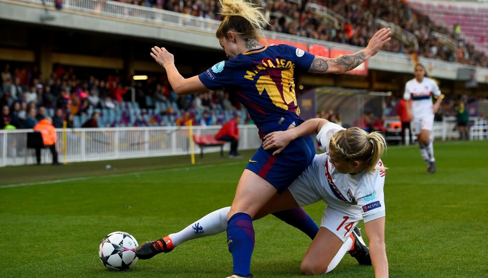 TRYGT VIDERE: Ada Hegerberg og Lyon. Her er angrepsspilleren i duell med Maria Leon. Foto: NTB Scanpix