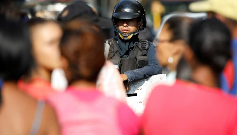 OPPRØR: Det oppsto kaos under et rømningsforsøk ved en avdeling i et fengsel i Venezuela. Foto: NTB scanpix