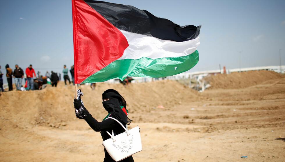 MASSE-DEMONSTRASJON: Innbyggerne i Gaza gjør seg klare for en stor demonstrasjon, som de kaller «retur-marsjen». Her krever de å få komme tilbake til hjemlandet sitt. I år er det 70 år siden det palestinerne kaller al-Nakba, eller «katastrofen», da 700 000 til 800 000 palestinere ble tvunget på flukt i forbindelse med staten Israels opprettelse. Mange av palestinerne i Gaza har bodd i flyktningleire i det overbefolkede området siden da. Foto: Mohammed Salem / Reuters / Scanpix