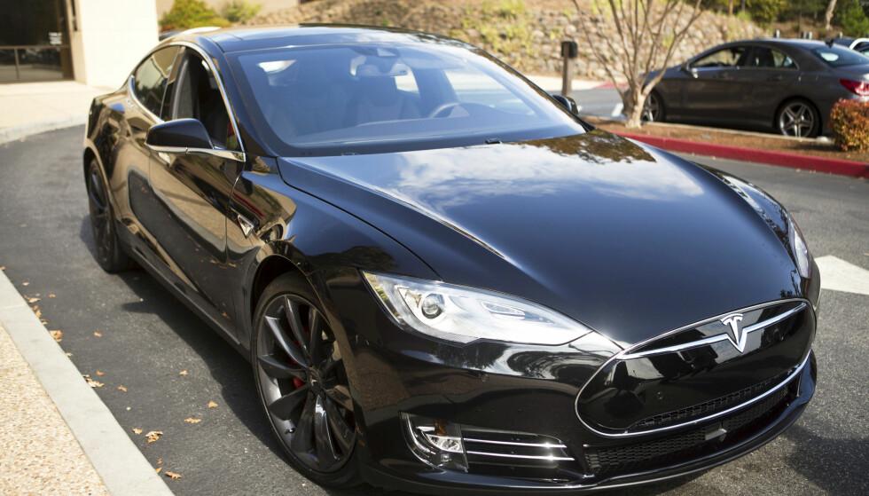Minst 11 000 nordmenn rammes av Tesla-tilbakekalling
