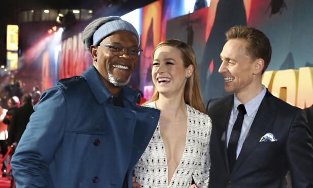 KJENTE FJES: I «Captain Marvel» spiller Rune Temte mot stjerner som Samuel L. Jackson og Brie Larson. Her er de sammen med Tom Hiddleston på premieren for «Kong: Skull Island» i 2017. Foto: Joel Ryan/NTB Scanpix
