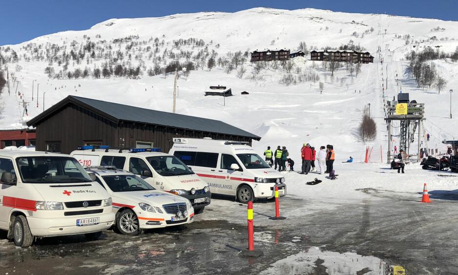 STOR UTRYKNING: Nødetatene rykket ut til Haukeliheisen ved Haukelifjell skisenter etter ulykken der to kvinner ble truffet av en wire. Tone Lutcherath / Haugesunds Avis / NTB Scanpix