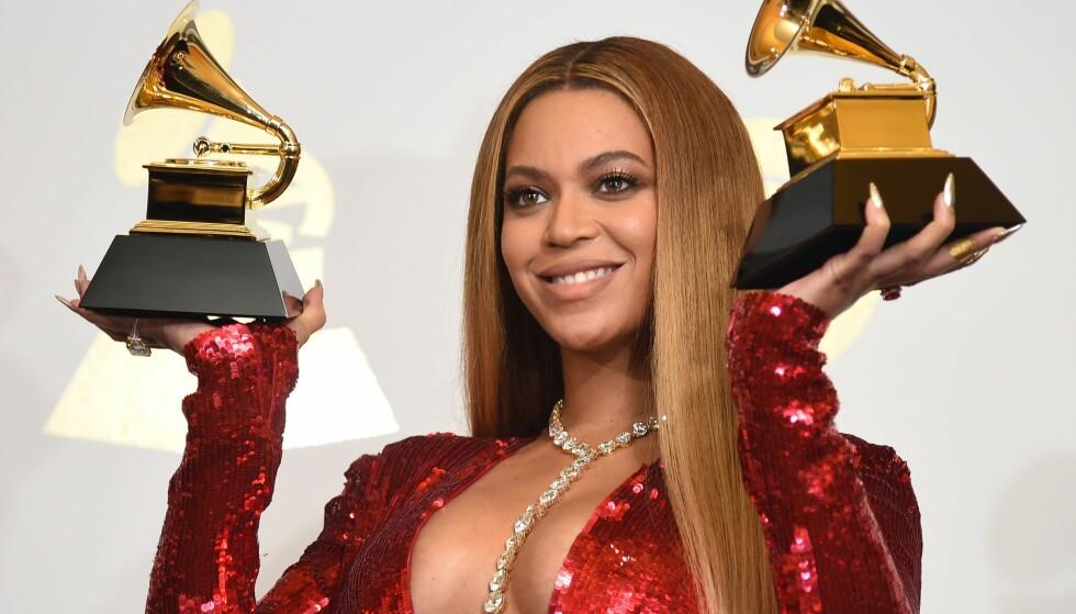 BLE HUN BITT, OG AV HVEM? Internett har klødd seg i hodet etter påstander om at Beyoncé (36) skal ha blitt bitt av en skuespiller på fest. Her er hun avbildet under Grammy-utdelingen i fjor. Foto: NTB Scanpix