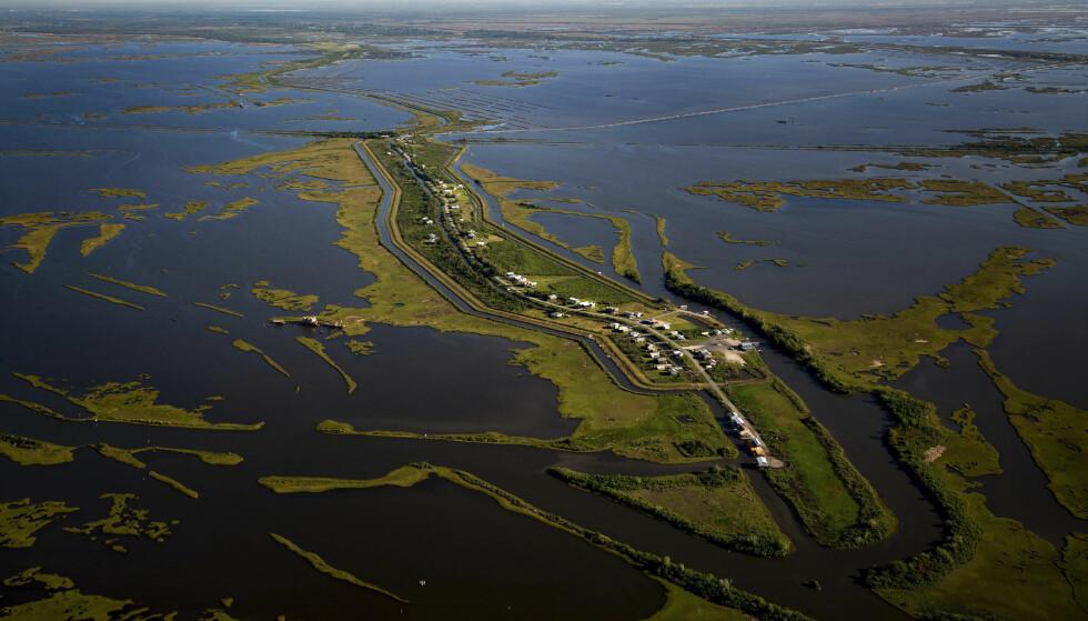 SNART BORTE: Denne øya ligger i Mexicogulfen og tilhører den amerikanske delstaten Louisiana. Kommer det en orkan, vil den forsvinne. Amerikanske myndigheter har dermed satt igang evakueringen av innbyggerne. Foto: NYT/ NTB scanpix