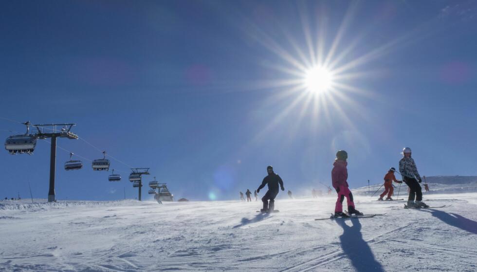 KNALLVÆR: Hele Sør-Norge har hatt sol i påska, noe som har gitt svært gode besøkstall for alpinanleggene. Her fra Trysil. Foto: Halvard Alvik, NTB scanpix