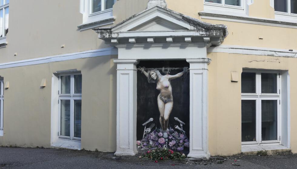 DUKKET OPP: I natt dukket dette veggmaleriet av Sylvi Listhaug opp i Bergen. Flere reagerer på malerier. Foto: Emil Weatherhead Breistein / NTB scanpix