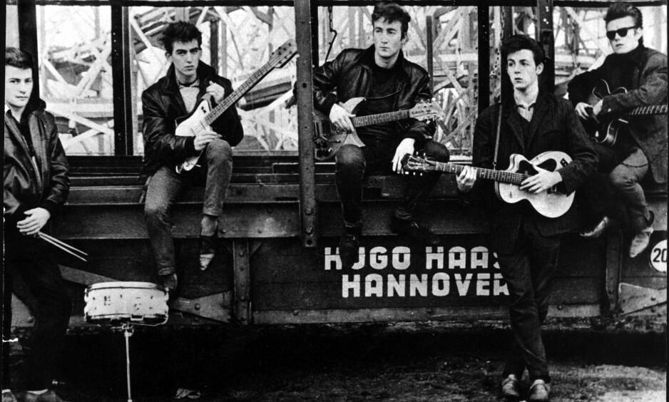 VAR MED FRA STARTEN: The Beatles i Hamburg, 1961. Fra venstre: Pete Best, George Harrison, John Lennon, Paul McCartney og Stuart Sutcliffe. Foto: Billedsentralen / NTB scanpix