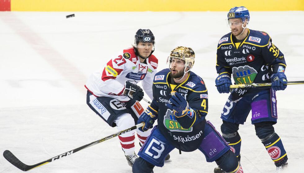 I FØRINGEN: Kodie Curran, Victor Svensson og Storhamar tok kommandoen i NM-finalene. Foto: Berit Roald / NTB scanpix