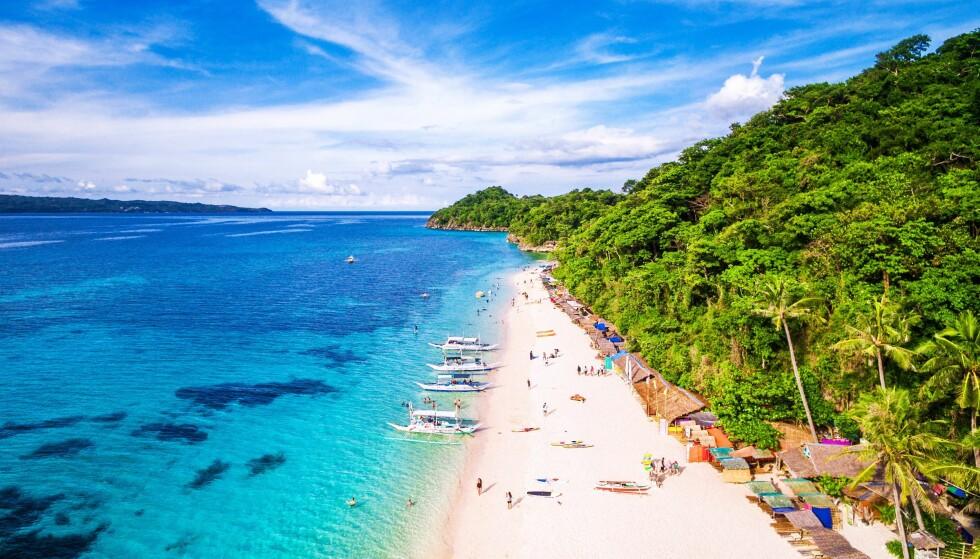 VERDENS BESTE: Boracay på Filippinene har flere ganger, og senest i fjor, blitt kåret til verdens beste turistøy. Nå blir den trolig stengt for opprydding. Den enorme populariteten har skapt store miljømessige problemer på paradisøya. Foto: Shutterstock / NTB Scanpix