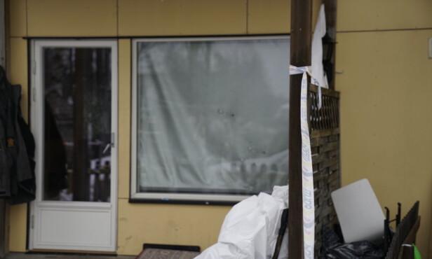 KULEHULL: Flere skudd ble avfyrt gjennom dette vinduet på Fjellhamar. Foto: Øistein Norum Monsen / Dagbladet.
