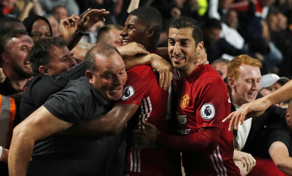 ELSKET AV FANSEN: Marcus Rashford feiret med supporterne etter en scoring. Foto: Reuters / Lee Smith / NTB Scanpix