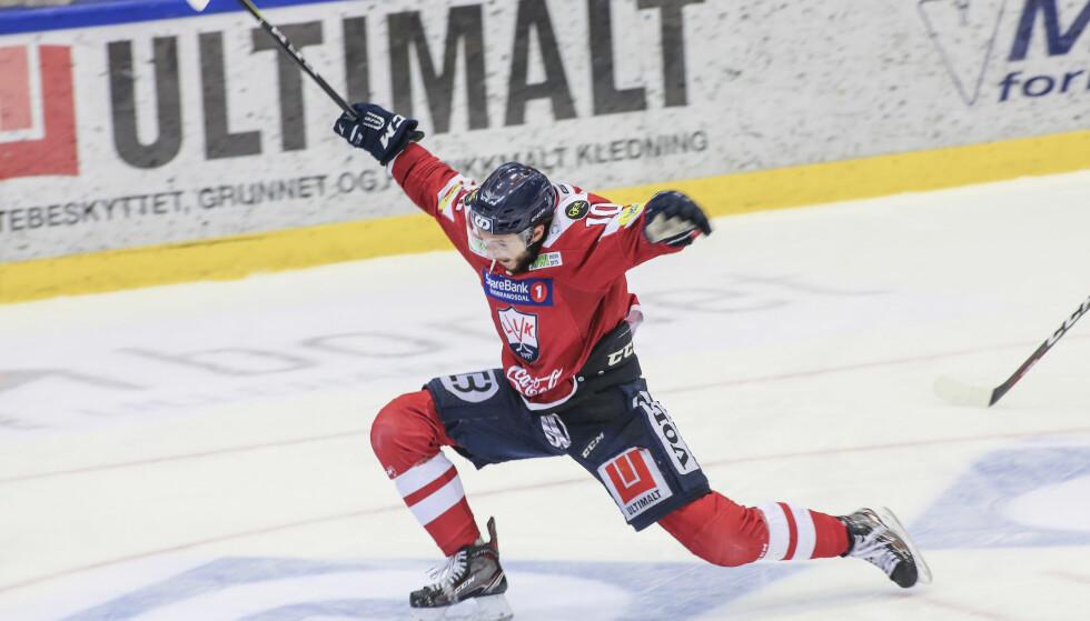 SLO TILBAKE: Lillehammer slo tilbake etter tapet i første finaleoppgjør. Her jubler Brett James Cameron etter en scoring. Foto: Geir Olsen / NTB scanpix