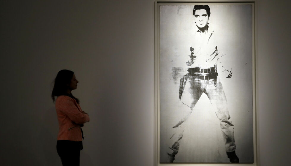 ELVIS: «Double Elvis (Ferus Type)» henger i London fram til 10. april. Foto: Kirsty Wigglesworth / AP / NTB scanpix