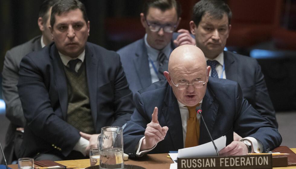 GIFTANGREP: Den russiske FN-ambassadøren Vasilij Nebenzja under møtet i FNs sikkerhetsråd, der giftangrepet mot den russiske eksspionen Sergej Skripal sto på agendaen. Foto: AP / Mary Altaffer / NTB scanpix