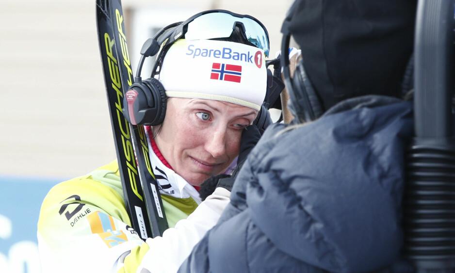 GULL: Marit Bjørgen tok til tårene etter å ha sikret sitt 25 NM-gull. Hun legger opp etter lørdagens tremil. Foto: NTB scanpix / Pedersen, Terje