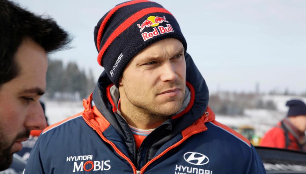 <strong>HAVNET BAKPÅ:</strong> Andreas Mikkelsen fikk en tøff start på Rally Korsika. Foto: TT News Agency/Micke Fransson