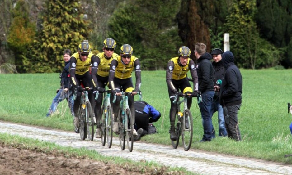 REKOGNOSERING: Amund Grøndahl Jansen (nummer to i rekken) er klar for sitt andre Paris-Roubaix. FOTO: Jarle Fredagsvik (procycling.no)