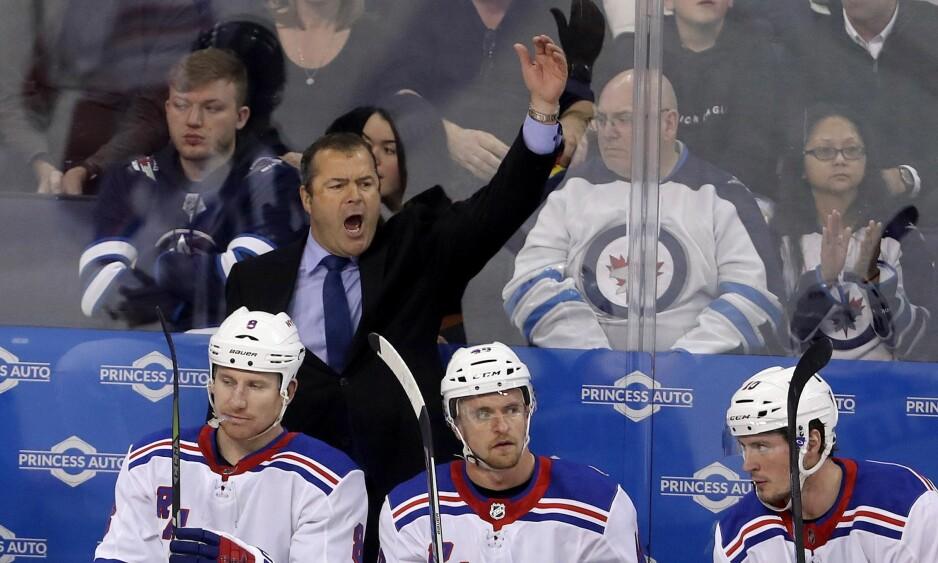 OVER OG UT: New York Rangers-trener Alain Vigneault har fått sparken etter at klubben til nordmannen Mats Zuccarello har levert for dårlige resultater denne sesongen. Foto: NTB Scanpix