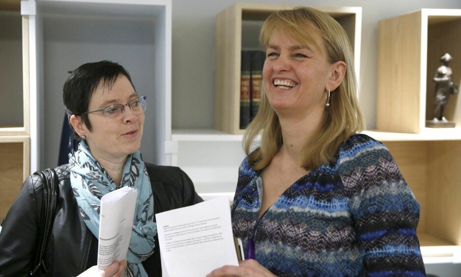 OMORGANISERER: Mari Velsand (t.v.), direktør i Meidetilsynet har fått i oppdrag å omstille tilsynet. Her sammen med Randi S. Øgrey, administrerende direktør i Mediebedriftenes Landsforening. Foto: NTB Scanpix