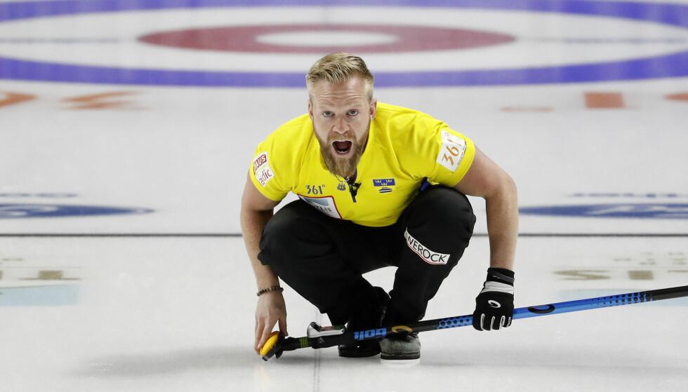 GULL: Svenske Niklas Edin og resten av Sverige kunne juble etter seieren mot Canada. Foto: AP Photo/John Locher