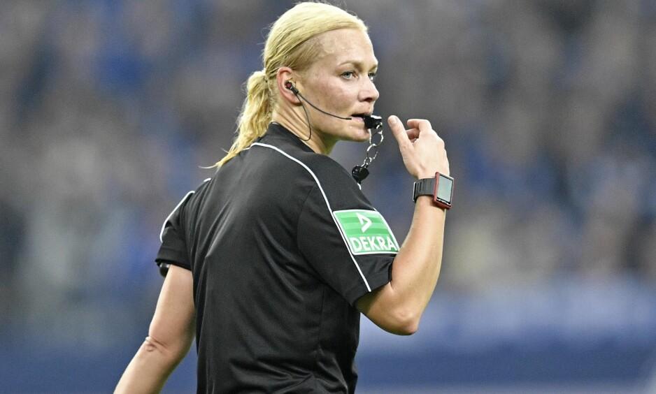 FIKK KJØRT SEG: Bibiana Steinhaus er den første kvinnen som dømmer i Bundesliga. Foto: NTB Scanpix