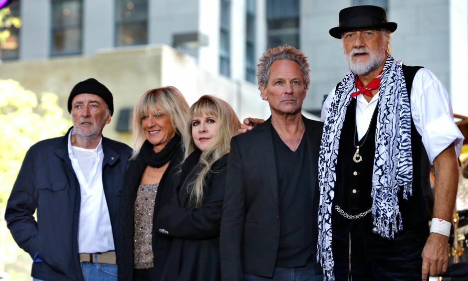HAR FÅTT FYKEN: Lindsey Buckingham (nummer to fra høyre) har fått sparken fra Fleetwood Mac. Fra venstre: Bassist John McVie, keyboardist Christine McVie, vokalist Stevie Nicks og trommeslager Mick Fleetwood. Foto: Mike Segar / NTB scanpix