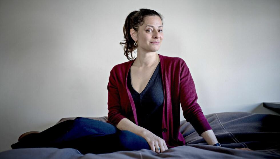 BEFRIENDE Å MISTE KONTROLLEN: – Boka mi handler om hvordan jeg ble frigjort fra illusjonen om å ha kontroll i livet, sier Ariel Levy (43). Tross den vonde sorgen hun opplevde, mener hun akkurat det var befriende. Foto: Bjørn Langsem / Dagbladet