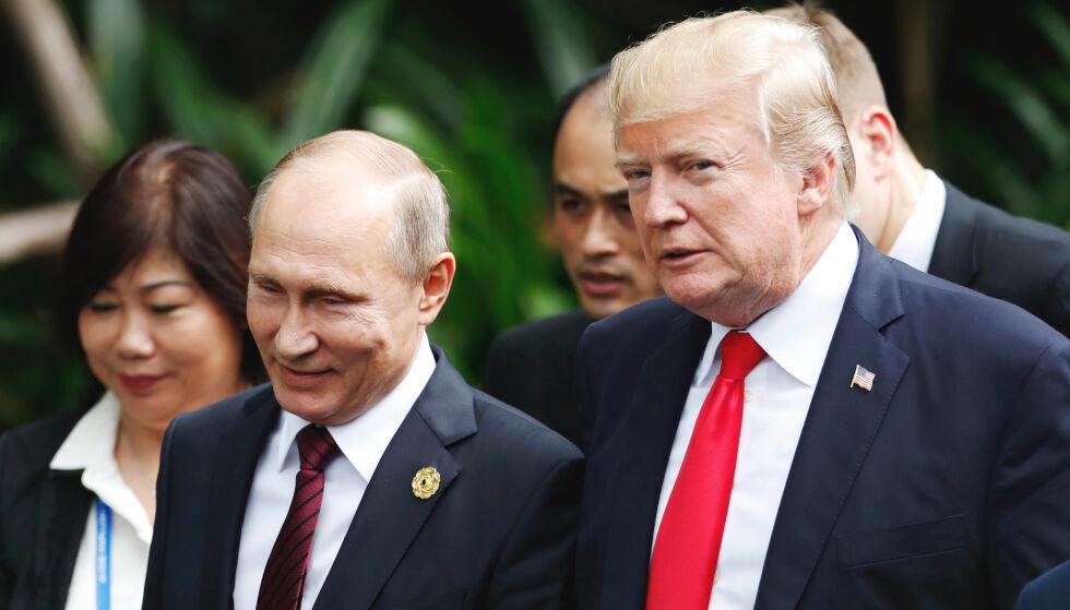 ISFRONT: Presidentene Donald Trump og Vladimir Putin møttes i Vietnam høsten 2017. Når er konflikten blitt så spent at Trump selv hevder at forholdet til Russland er verre enn noensinne, «og det inkluderer Den kalde krigen». Det finnes likevel håp om at de to finner en løsning begge kan være fornøyd med, mener flere eksperter Dagbladet har snakket med. Foto: Jorge Silva / AP / NTB Scanpix