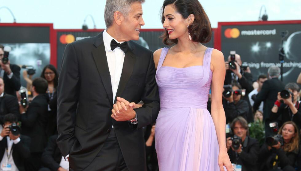 SMÅBARNSFORELDRE: George og Amal Clooney fotografert under filmfestivalen i Venezia i september i fjor. Foto: NTB Scanpix