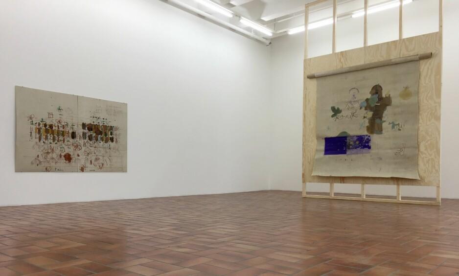 ABSTRAKT TRADISJON: Goutam Ghosh' malerier på galleri Standard ser ut til å ville artikulere en motsetning mellom den registrerbare verden – vitenskapens domene – og noe mer mystisk og spirituelt, som kan gripes av samspillet mellom fargen og formen. «Untitled» (til venstre) og «Face South». Foto: Arve Rød