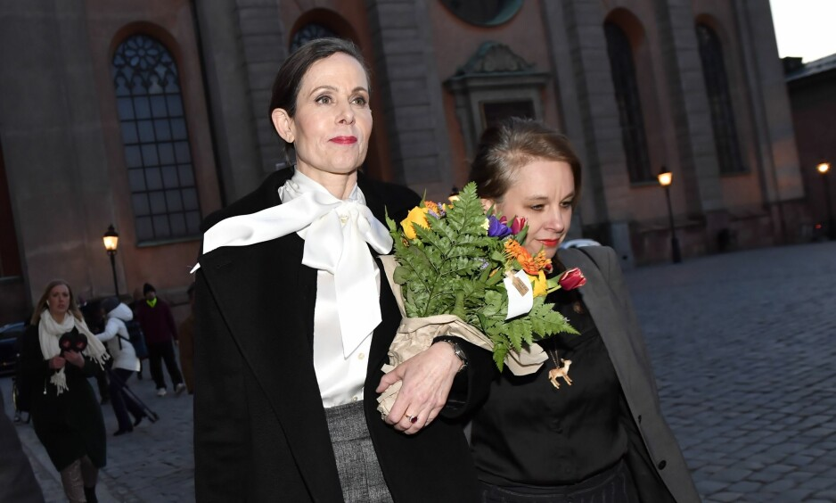 TRAKK SEG: Leder Sara Danius gikk av som sekretær i Svenska Akademien i april. Her sammen med Sara Stridsberg, som også har forlatt sin plass i Svenska Akademin. Foto: Jonas Ekströmer/NTB scanpix