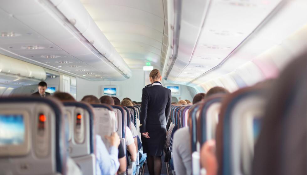 VIL HA SLUTT: Kreftforeningen ber norske flyselskaper følge etter nederlandske KLM, som nå annonserer at de stanser all salg av tobakksvarer om bord i sine fly. Illustrasjonsfoto: Matej Kastelic / Shutterstock / NTB scanpix