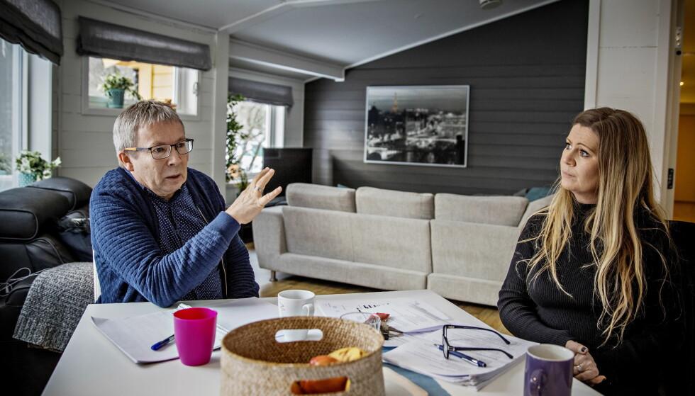 SVARER: Leder Birthe Augestad Nilsen og veileder, psykolog Lars Broch ved Vestlundveien ungdomssenter avviser at de ikke tok på alvor at ungdom ruset seg på institusjonen. Foto: Jørn H. Moen