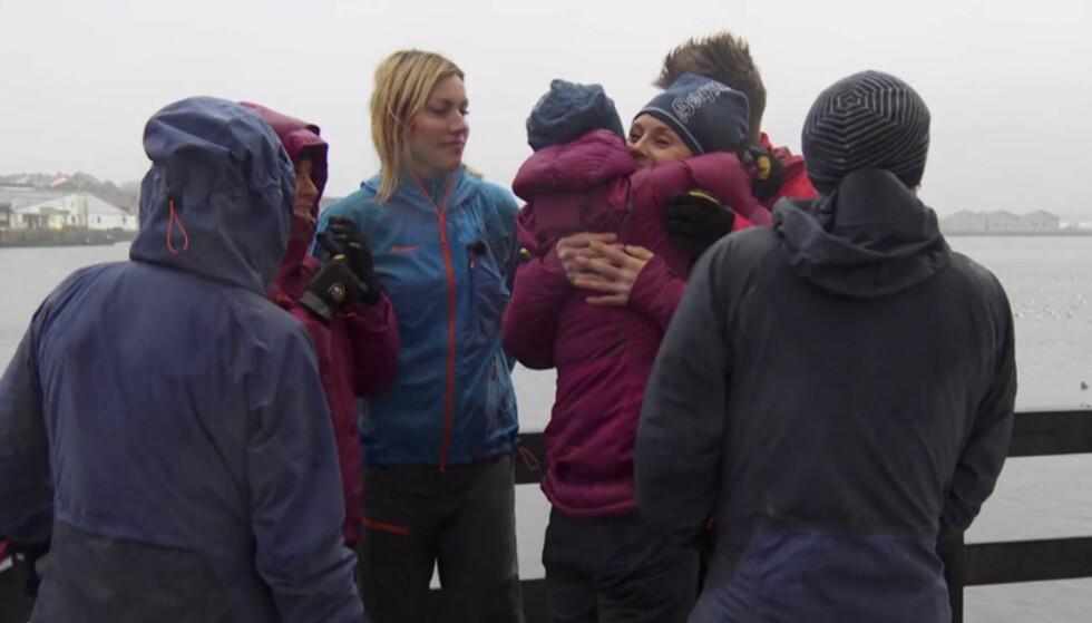 AVSKJED: Klemmene sto i kø da Karoline Dyhre Breivang forlot programmet og resten av deltakerne. Foto: TVNorge