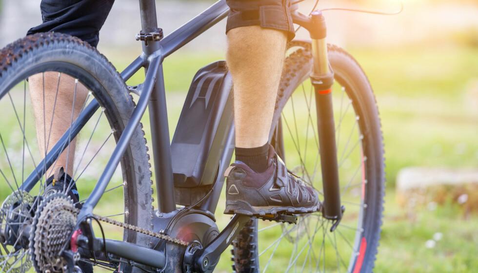 TRÅKKEHJELP: Elsykkelen går ikke av seg selv. Motoren hjelper deg bare å tråkke. Likevel er både motor og batteri viktige for opplevelsen. Moreimages/Shutterstock/NTB scanpix