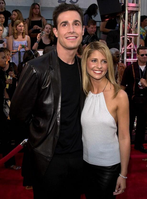 GIFT: Freddie Prinze jr. (42) og Sarah Michelle Gellar (41) har vært gift i 16 år. Sammen har de to barn. Her avbildet i 2000. Foto: NTB Scanpix